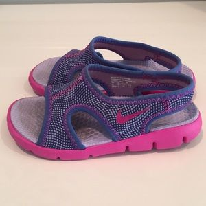 NIKE Girl Toddler Sandals.